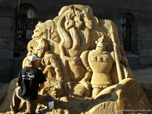 """Песчаные скульптуры 2012: """"Мульт-остров"""""""
