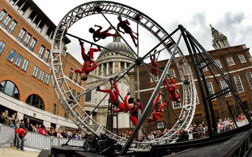 Трюкачи на улицах Лондона