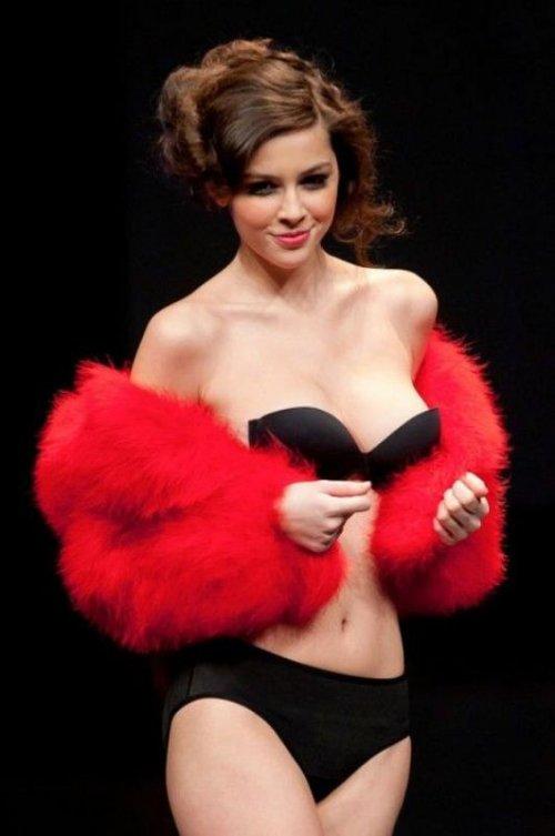 Мадалина Пика - очаровательная модель нижнего белья
