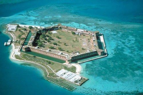 Топ-10: самые впечатляющие морские форты