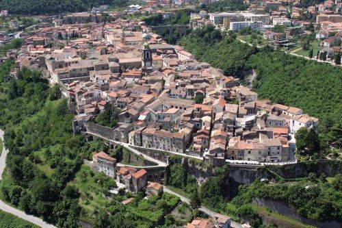 Потрясающий вид города Сант'Агата-де'-Готи