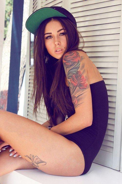 Девушки с татуировками (16 фото)