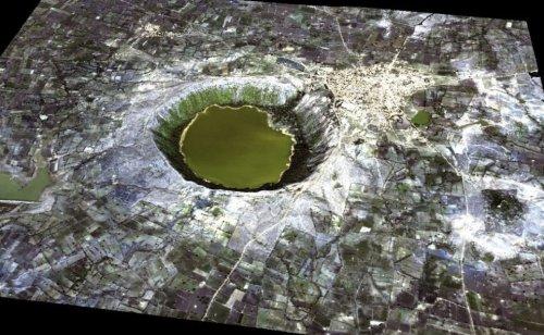1344577538_8-lonar-crater.jpg