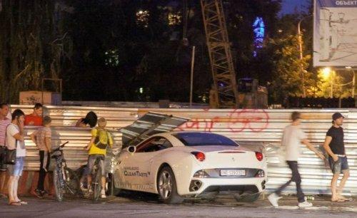 Самарская блондинка разбила Ferrari