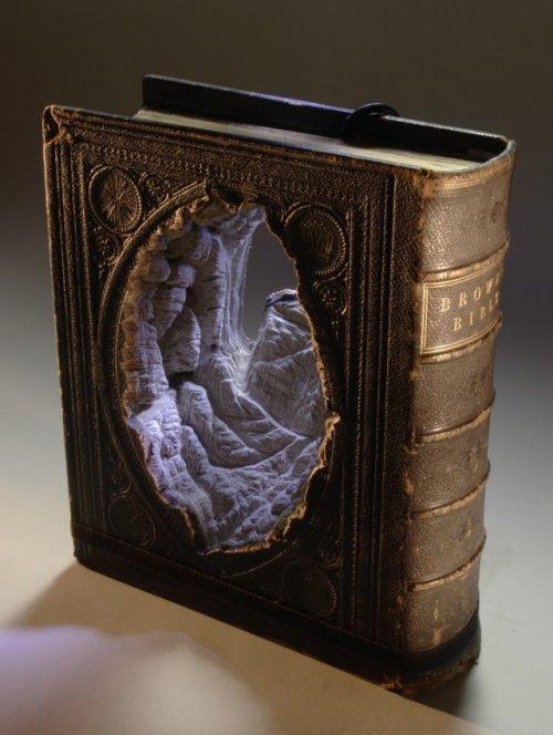 Необычайно красивые работы гравёра по книгам Гая Лараме
