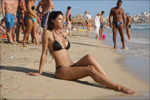 Пляжные девушки (20 фото)