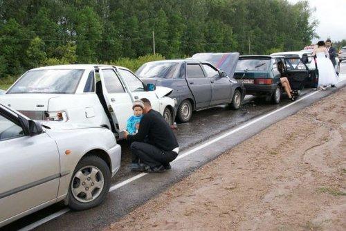 Авария с участием свадебного кортежа