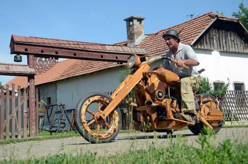 Мотоциклист-энтузиаст создал свой чоппер из дерева
