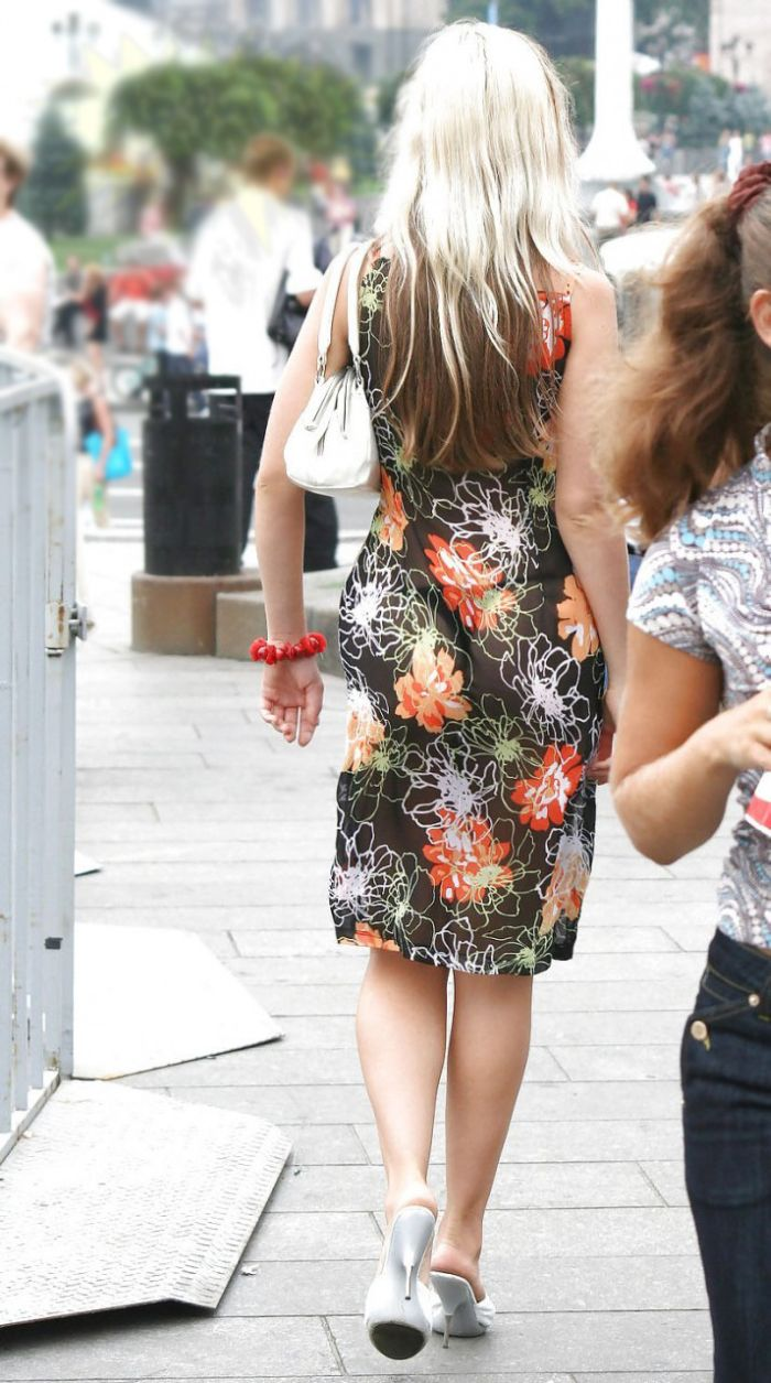 Фото женщины в прозрачных платьях 18 фотография