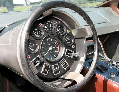 Топ-10: Самые странные панели приборов автомобилей