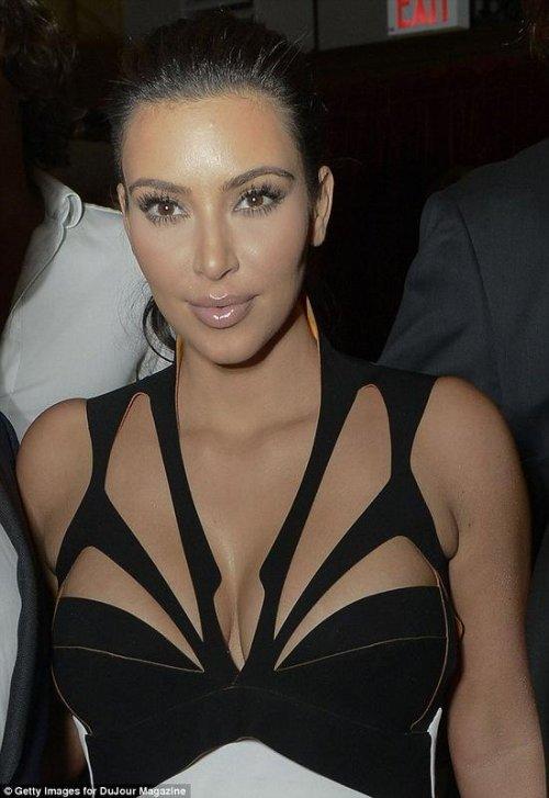 Откровенное платье Ким Кардашьян