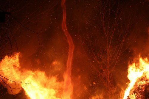 В объятьях огненного торнадо