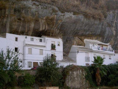 Город, построенный в скалах