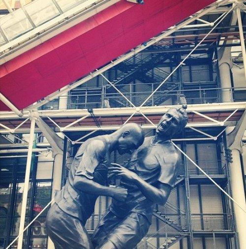 Памятник Зидану в Париже