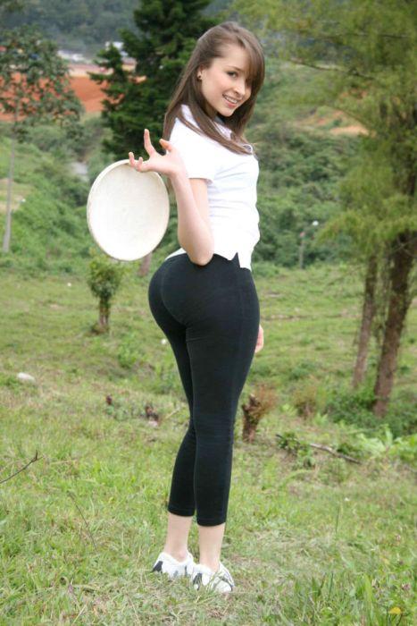 Девушка большими жопами, большой черный на кастинге
