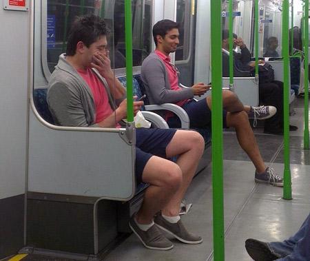 10 неловких моментов, когда кто-то одет так же, как ты