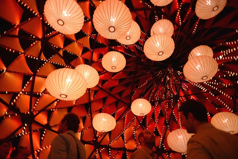 """Павильон """"Золотая Луна"""" в гонконгском ...: www.bugaga.ru/interesting/1146735207-pavilon-zolotaya-luna-v..."""