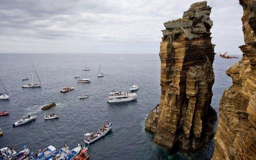 Соревнования по экстремальным прыжкам Red Bull Cliff Diving 2012