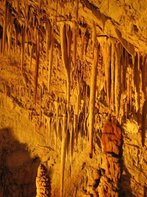 Психоделические сталактиты в израильской пещере Авшалом
