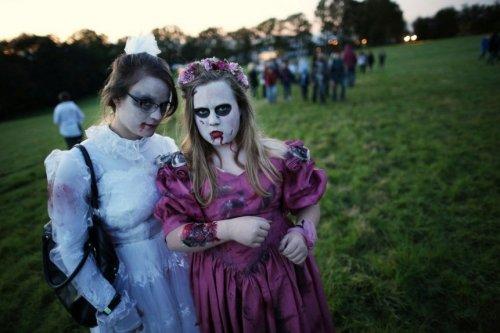 """Zombie Walk-2012: более 2-ух тысяч """"ходячих мертвецов"""" в одном месте"""