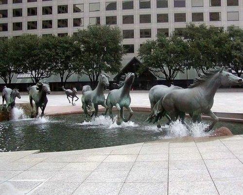 Креативные скульптуры и памятники
