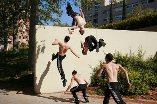 Волшебство движения в последовательных фотографиях. Здорово так!)