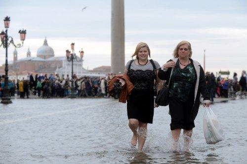 """Венецию накрыло """"высокой водой"""""""