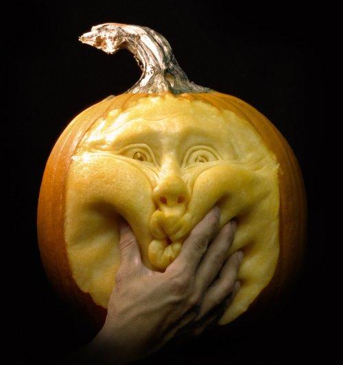 Невероятные тыквенные скульптуры на Хэллоуин, созданные Рэем  Виллафан