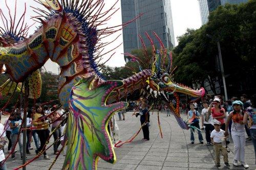 Парад фантастических существ Алебрихе в Мексике