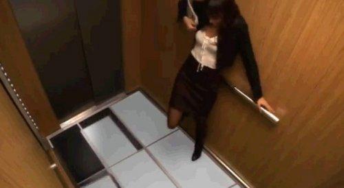 Злые шутки в лифте