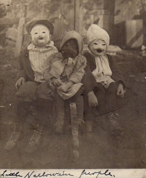 Костюмы для Хэллоуина 20-го века (20 шт)