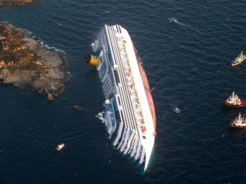 Опрокинувшееся круизное судно «Costa Concordia» становится туристической достопримечательностью