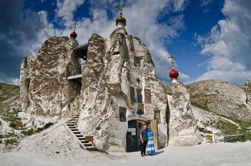Свято-Спасский Монастырь в Костомарово, Россия