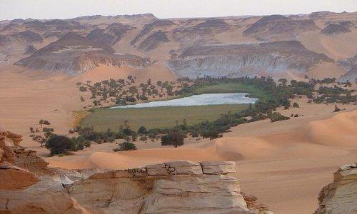 Озёра Унианги (Ounianga) в пустыне Сахара