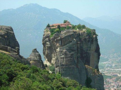 Топ-5: самые неприступные монастыри в мире