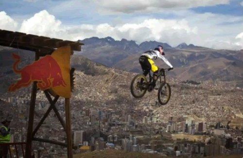 Соревнования по даунхиллу Descenso del Condor в Ла-Пасе Боливия