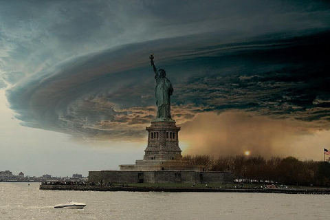 Вирусные фотографии-подделки, изображающие ураган Сэнди