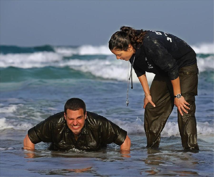 http://www.bugaga.ru/uploads/posts/2012-11/1352393666_faces-of-israel-army-0.jpg