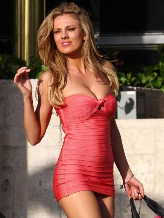 Телки в обтягивающих сексуалых мини платьях