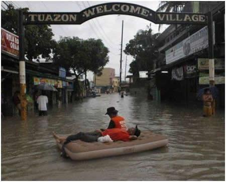 10 Прикольных фотографий, сделанных во время наводнения