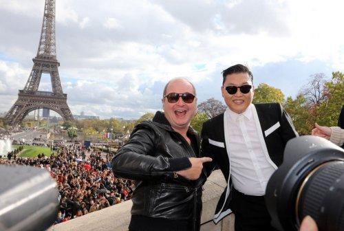 20.000 человек исполнили Gangnam Style во время флешмоба в Париже