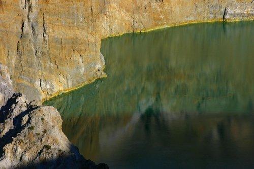 http://www.bugaga.ru/uploads/posts/2012-11/thumbs/1352300038_kelimuturu-3coloured-lake-in-indonesia-13.jpg