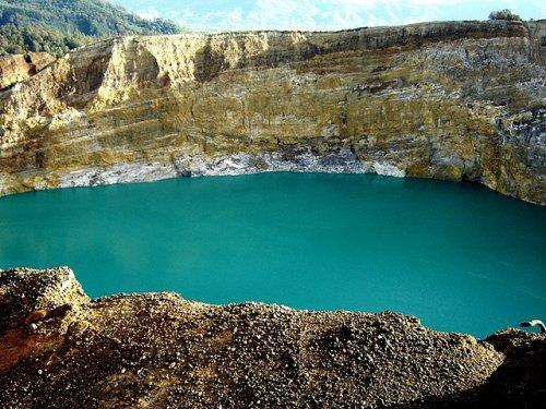 http://www.bugaga.ru/uploads/posts/2012-11/thumbs/1352300052_kelimuturu-3coloured-lake-in-indonesia-17.jpg