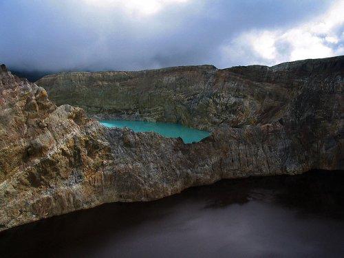 http://www.bugaga.ru/uploads/posts/2012-11/thumbs/1352300055_kelimuturu-3coloured-lake-in-indonesia-16.jpg