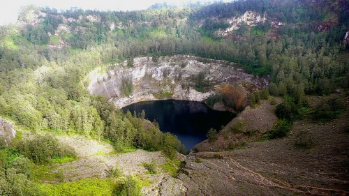 http://www.bugaga.ru/uploads/posts/2012-11/thumbs/1352300065_kelimuturu-3coloured-lake-in-indonesia-14.jpg