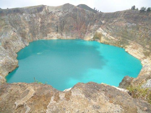 http://www.bugaga.ru/uploads/posts/2012-11/thumbs/1352300068_kelimuturu-3coloured-lake-in-indonesia-3.jpg