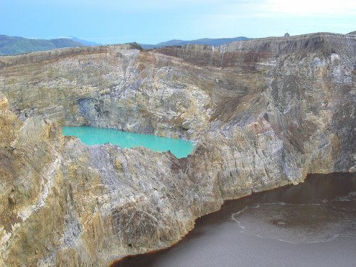 http://www.bugaga.ru/uploads/posts/2012-11/thumbs/1352300072_kelimuturu-3coloured-lake-in-indonesia-6.jpg