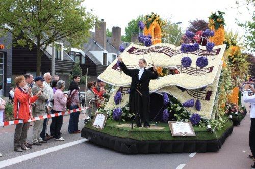 Завораживающая красота цветочных инсталляций на параде цветов в Голландии