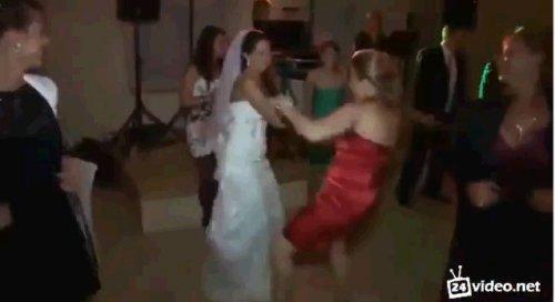 Танец подружки невесты на свадьбе