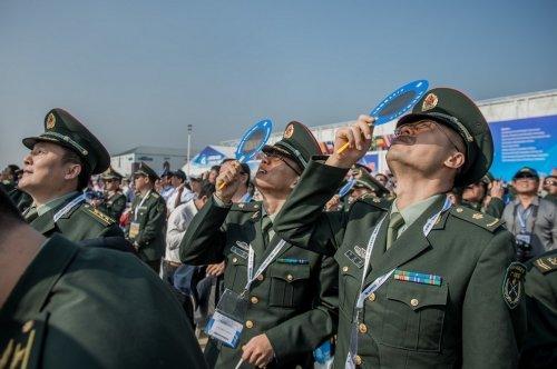 В городе Чжухай открылся крупнейший в Китае авиасалон